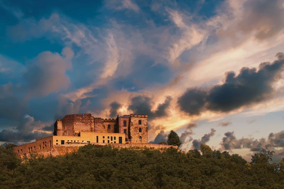 Hambacher Schloss bei Neustadt an der Weinstraße, Pfalz am Rhein - Reisen mit dem Wohnmobil