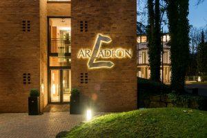 Abendaufnahme Hotel Arcadeon
