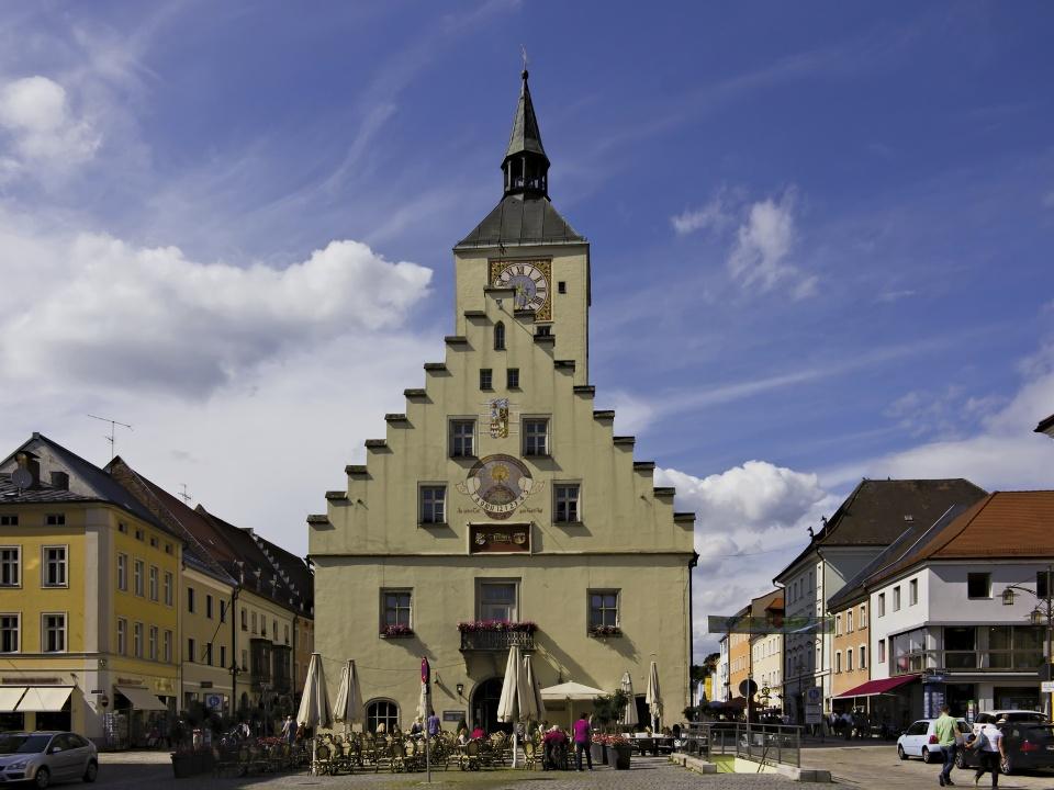 Rathausplatz Deggendorf - Wandern auf dem Böhmweg
