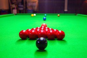 Aufstellung eines Snooker Spiels
