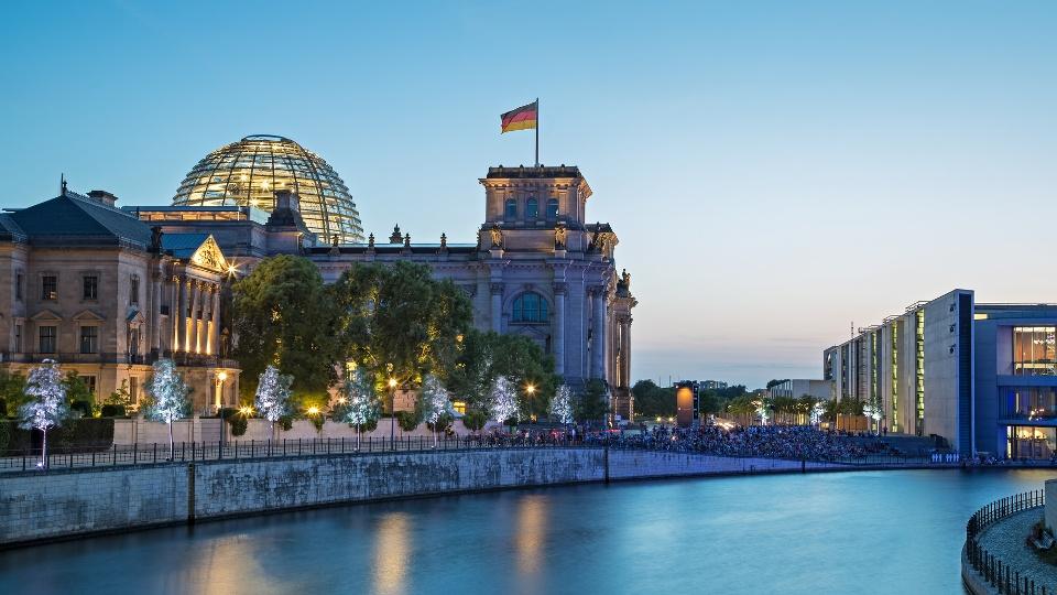 Reichstag in Berlin mit Reichstagskuppel