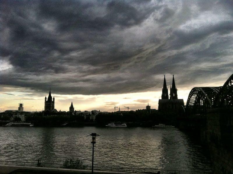 Köln in Wolken