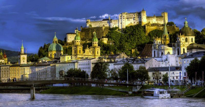 Dunkle Wolken über Salzburg