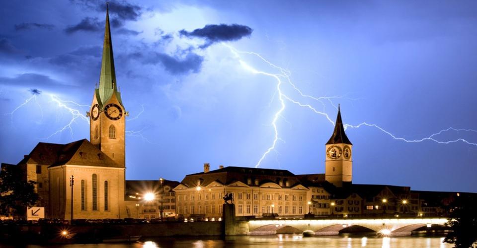 Fraumünster Zürich bei Gewitter