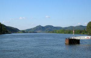 Rhein mit Blick auf das Siebengebirge