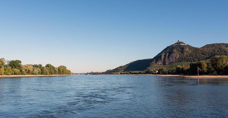 Drachenfels mit Siebengebirge und Rheintal