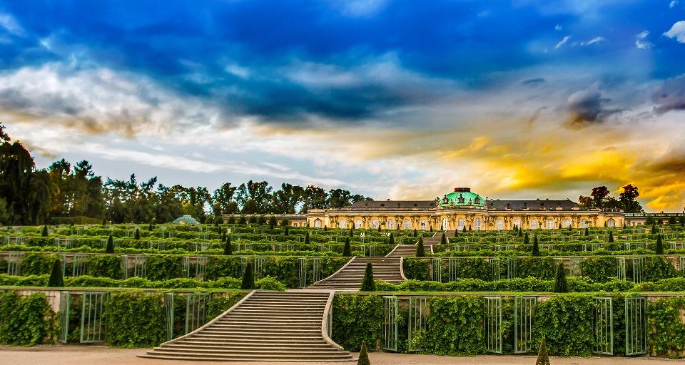 Schloss Sanssouci in Potsdam, Schlösser und Gärten von Potsdam und Berlin