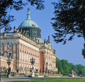 Nahaufnahme vom Neuen Palais (Parkseite) im Park Sanssouci, Schlösser und Gärten von Potsdam und Berlin