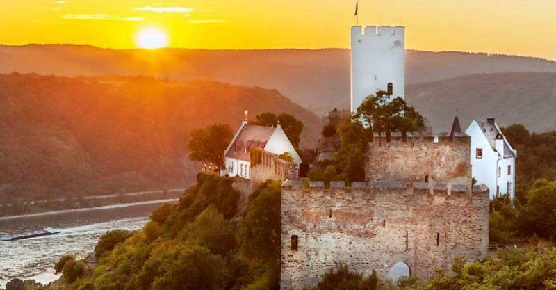 Sonnenuntergang auf Burg Sterrenberg
