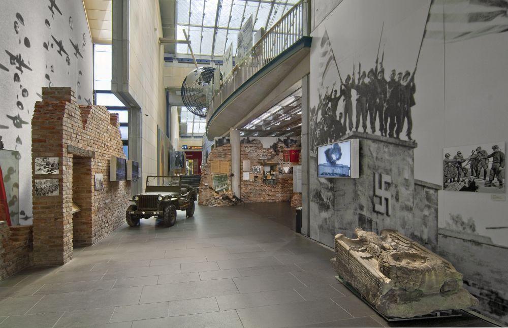 Haus der Geschichte Bonn, Eingang zur Dauerausstellung