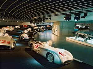 Mercedes-Benz Museum Stuttgart, Ausstellung