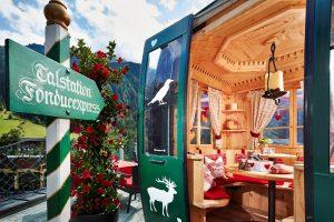 Die Fondue-Gondel im SPA-Hotel Jagdhof: Speisen in Tirols kleinstem Restaurant