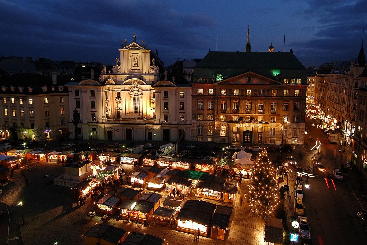 Weihnachtsmarkt im Hof, Wien - Weihnachtsmärkte in Österreich