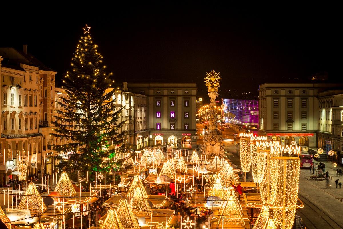 Christkindlmarkt am Hauptplatz, Linz - Weihnachtsmärkte in Österreich