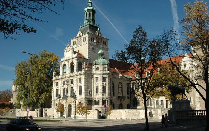 Bayerisches Nationalmuseum, Außenansicht mit