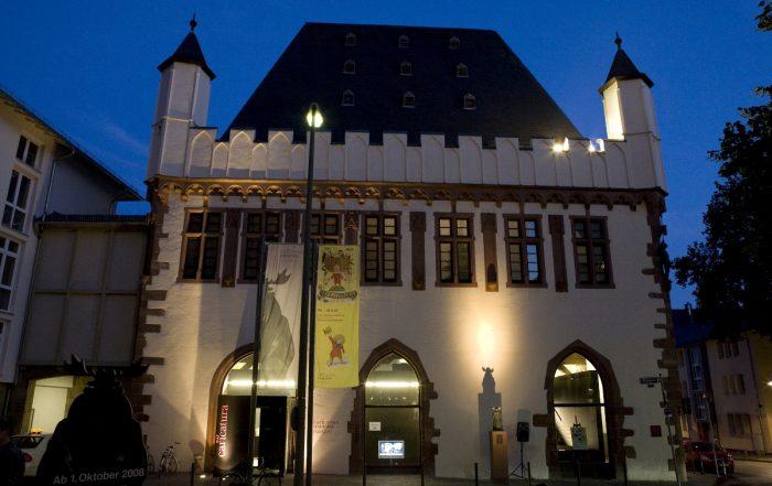 caricatura museum Frankfurt bei Nacht