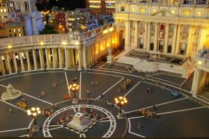 Petersplatz in Rom bei Nacht