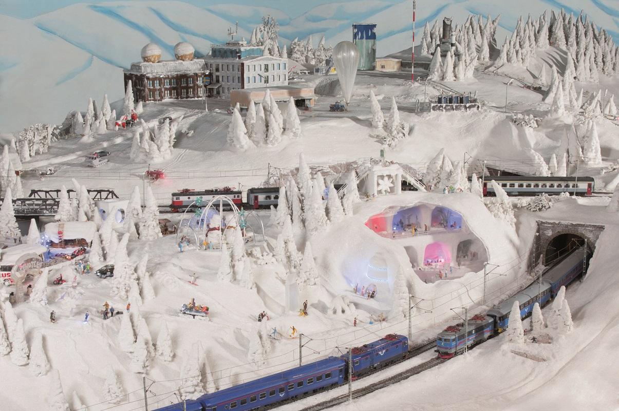 Eishotel und Wetterstation in Schweden