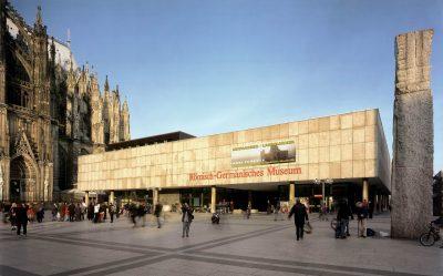 Das Römisch-Germanische Museum vom Roncalliplatz aus