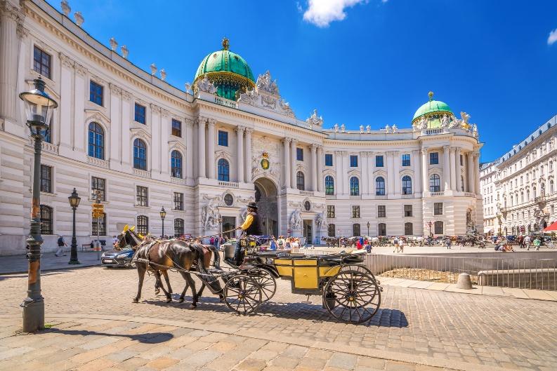 Fiaker vor der Alten Hofburg in Wien