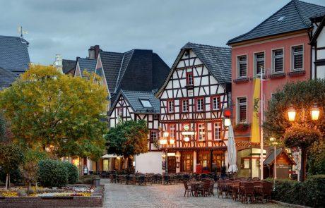 Marktplatz in Ahrweiler am Abend - Ahrsteig