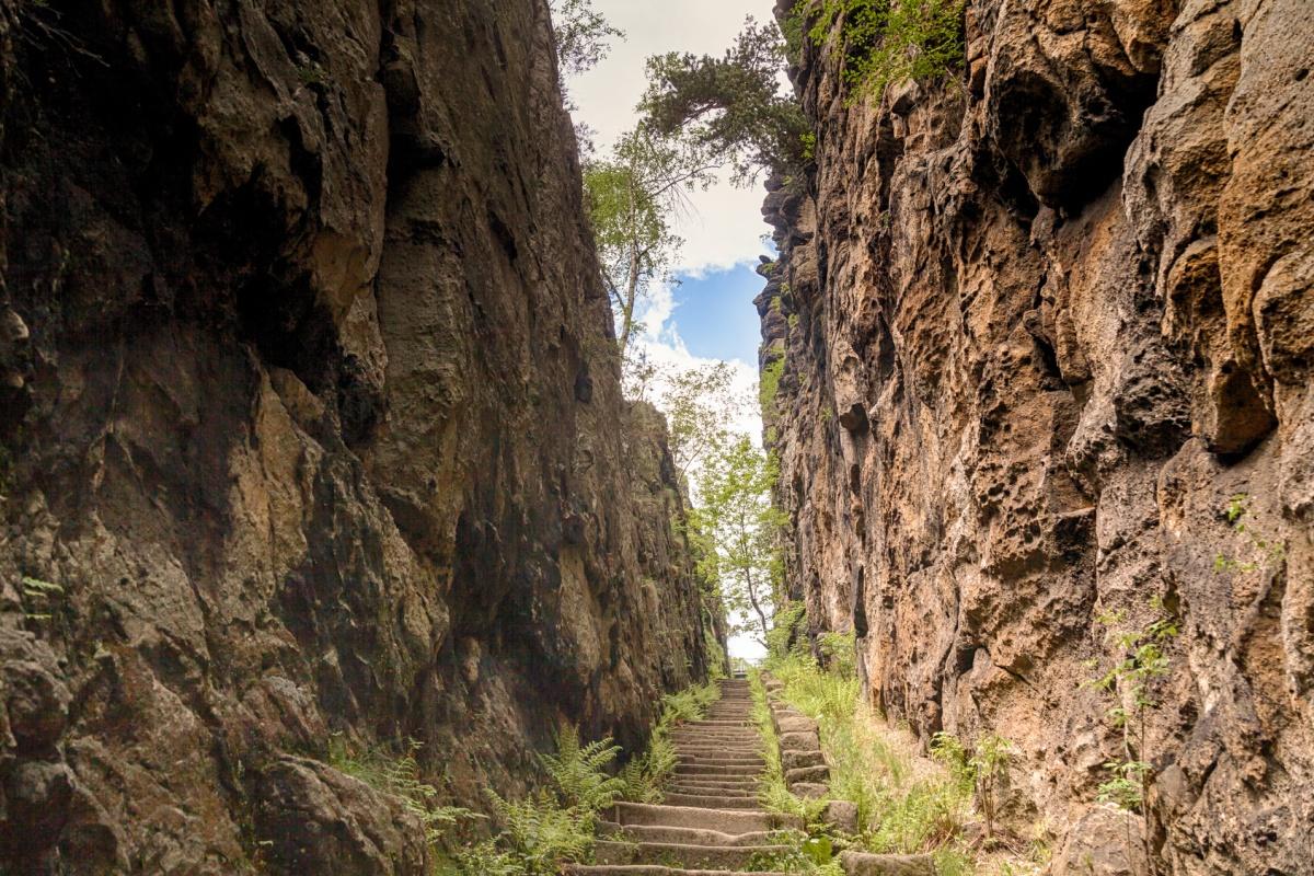 Aufstieg zum Nonnenfelsen -Oberlausitzer Bergweg