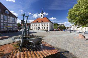 Marktplatz mit Rathaus in Angermünde - Uckermärker Landrunde