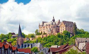 Marburg, Schloss - Lahnwanderweg, Lahntal-Radweg