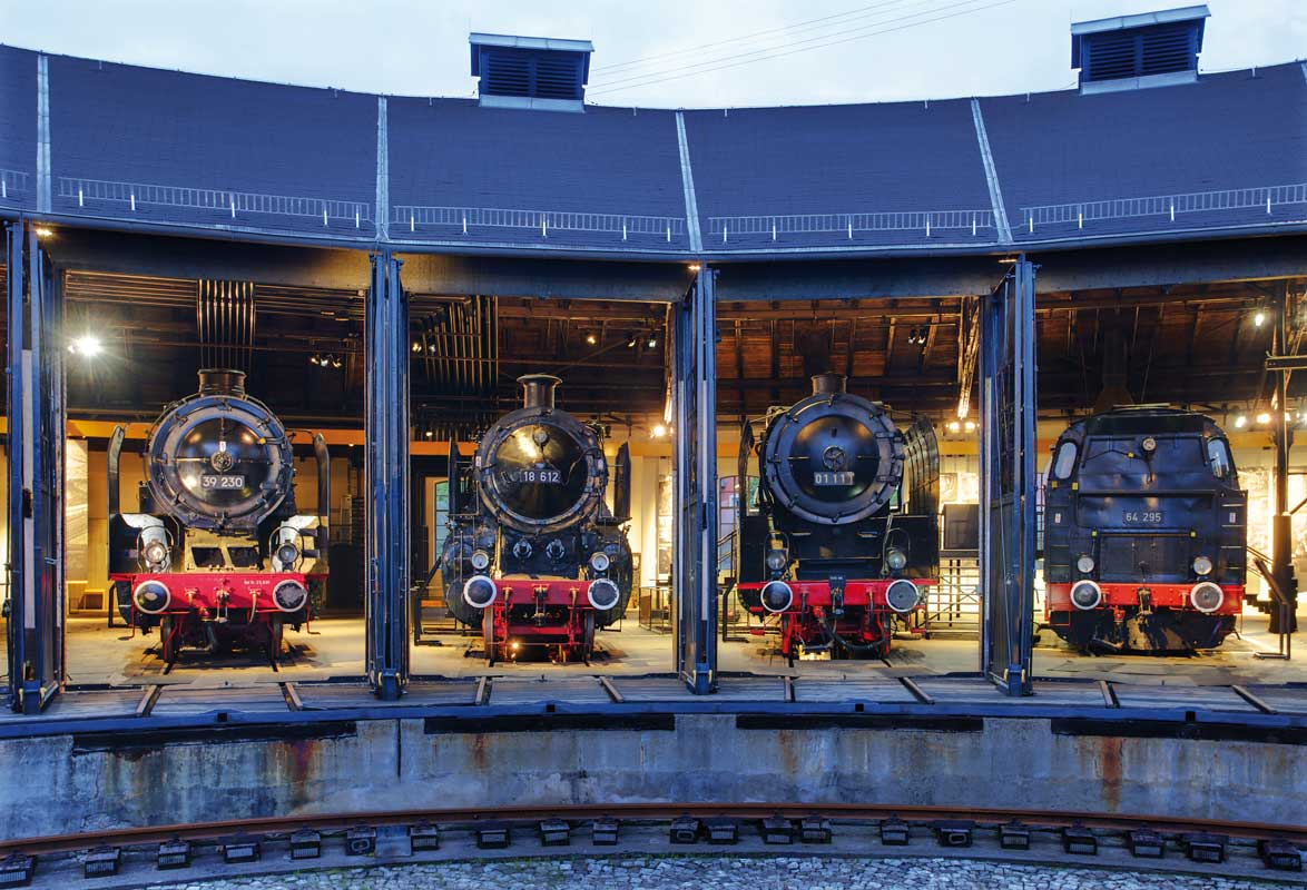 Ringlokschuppen am Abend - Deutsches Dampflokomotiv-Museum