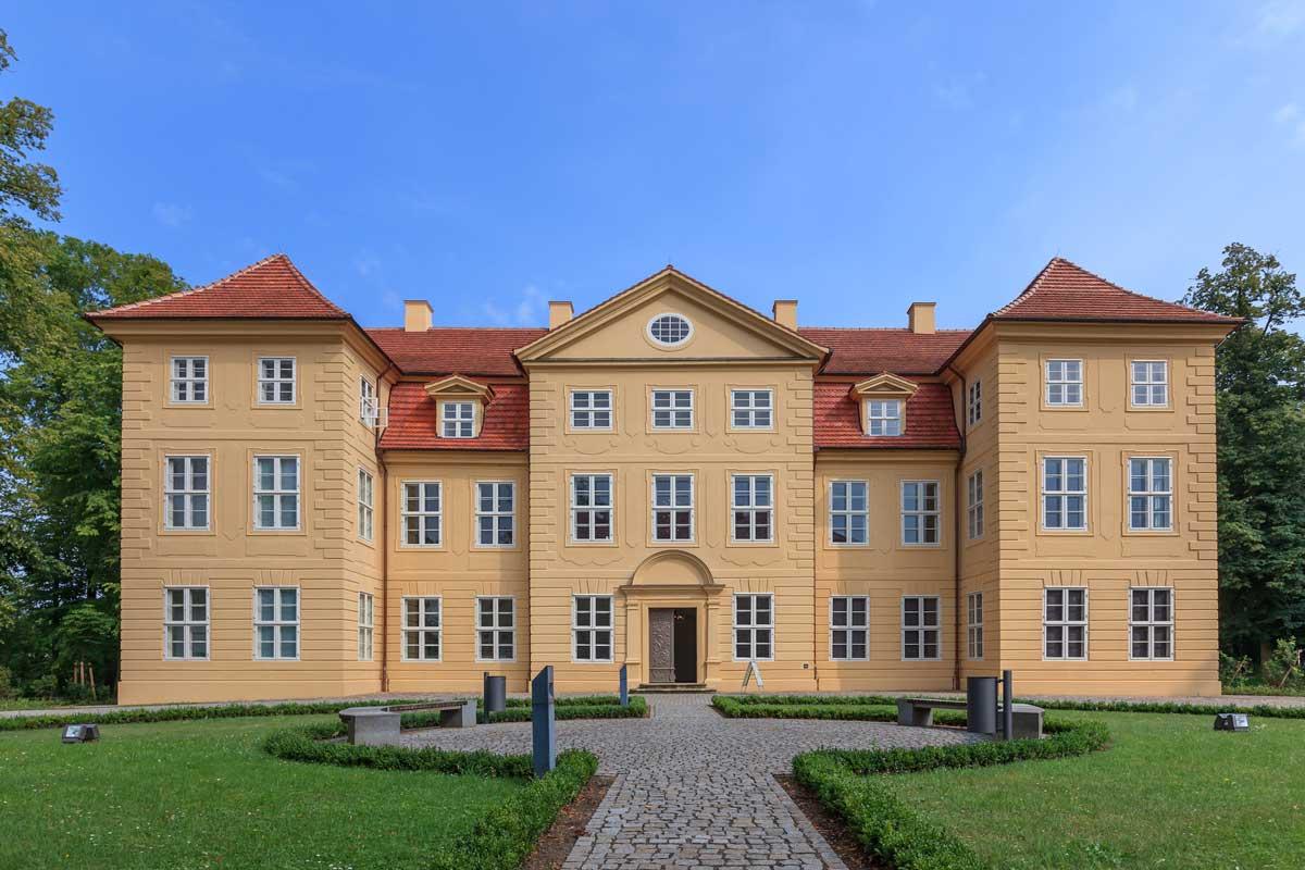 3-Königinnen-Palais Mirow - Mecklenburgische Seen-Radweg
