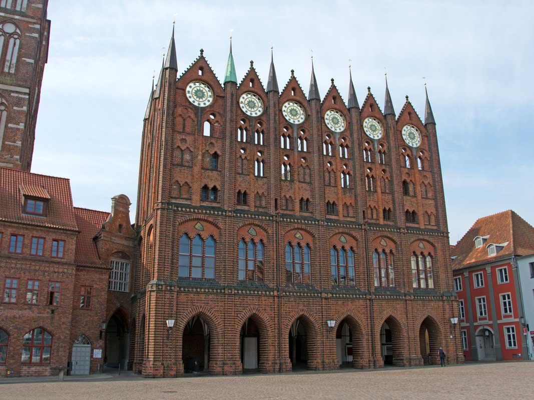 Rathaus Stralsund - Östlicher Backstein-Rundweg