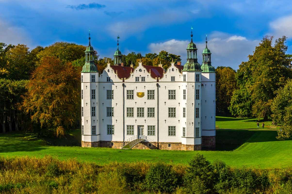 Schloss Ahrensburg - Burgen und Schlösser