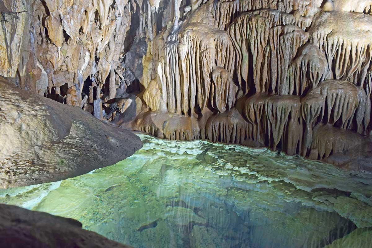 Dechenhöhle, Nixenteich - Höhlen und Schaubergwerke