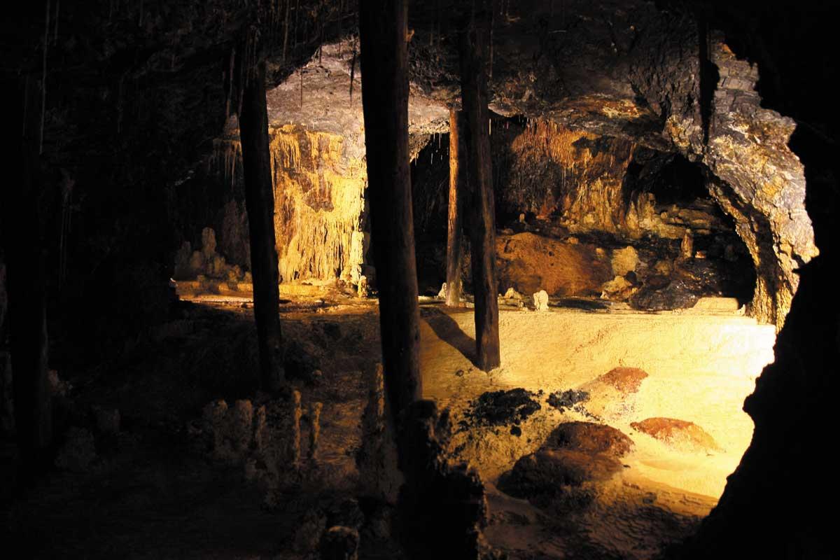Grube Morassina, Märchengrotte - Höhlen und Schaubergwerke