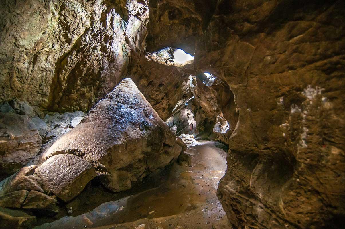 Der Große Stalagmit in der Iberger Tropfsteinhöhle - Höhlen und Schaubergwerke