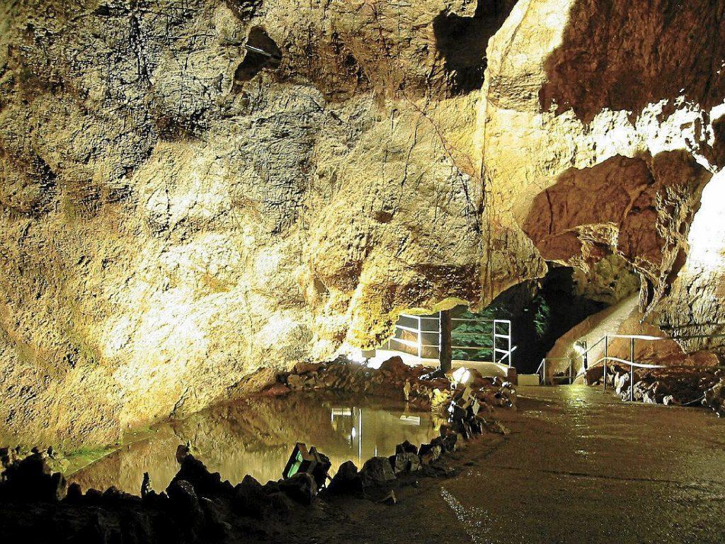 Kubacher Kristallhoehle - Höhlen und Schaubergwerke