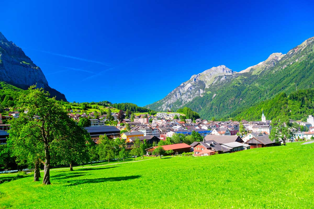 Blick auf Glarus - Klöntalersee