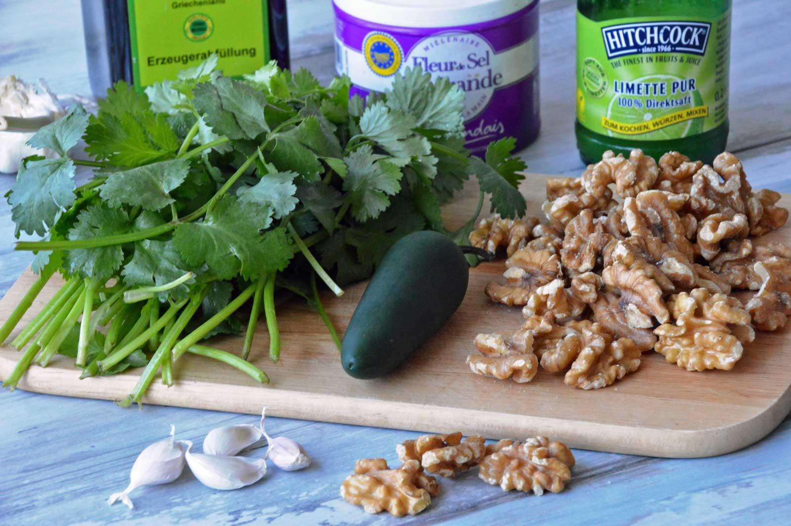 Zutaten für das Koriander-Walnuss-Pesto