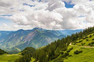 Weg zum Herzogstand in den Alpen - Walchensee