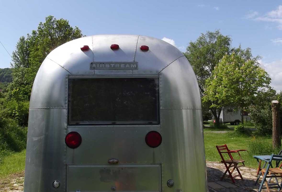 Retro-Caravan Außenansicht Airstream Hotel Jena