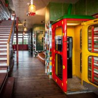 Foyer, Alles paletti – Karls Upcycling Hotel