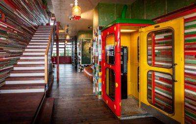 Foyer, Alles paletti – Karls Upcycling Hotel