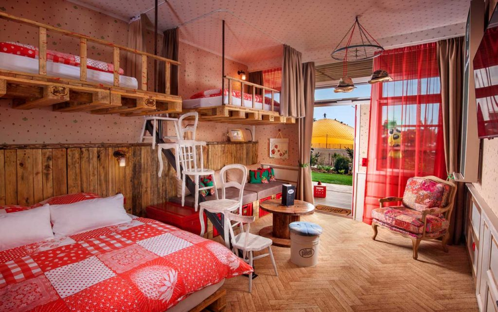 Zimmer, Alles paletti – Karls Upcycling Hotel