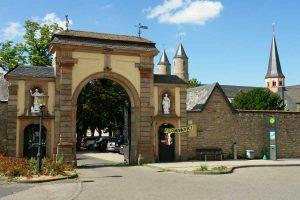 Kloster Steinfeld, Eingangsportal - Eifelsteig