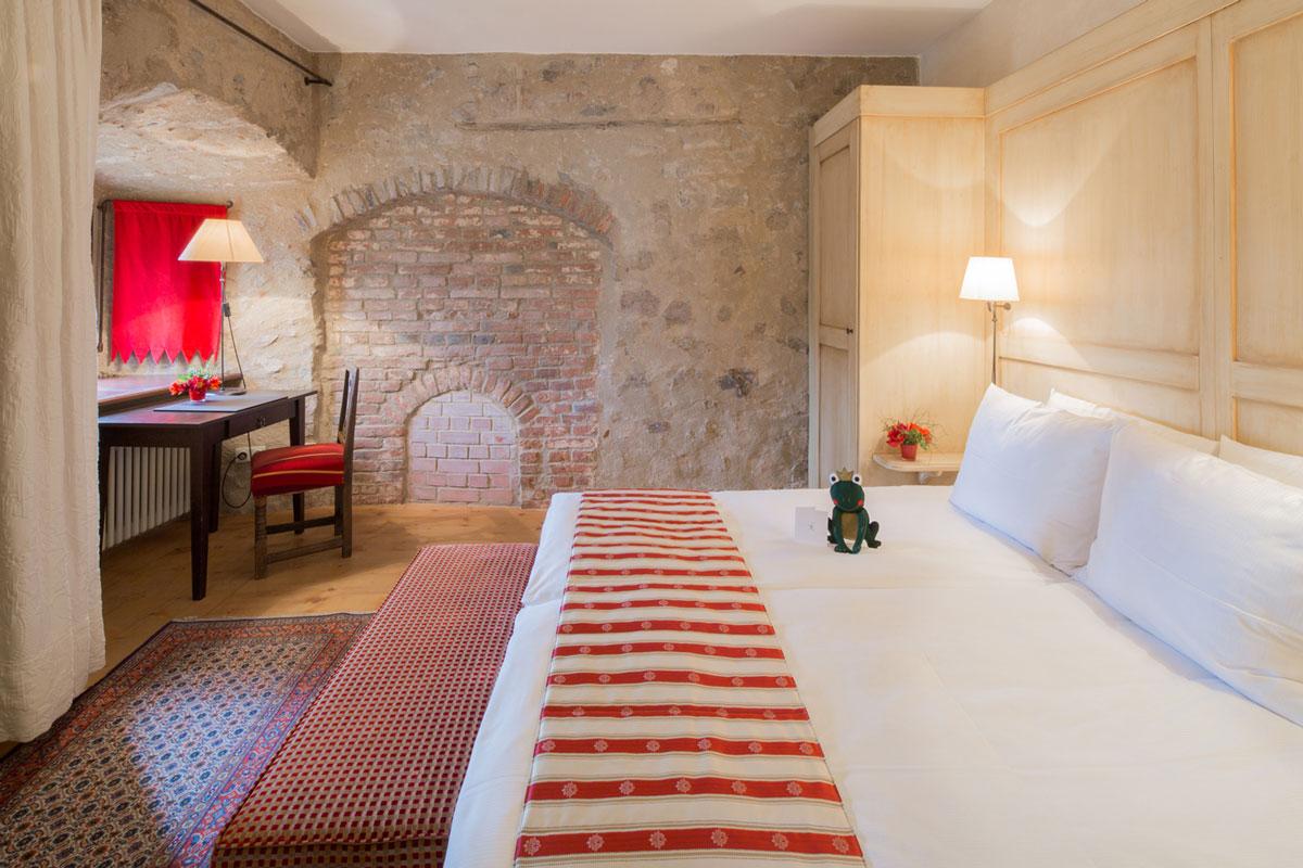 hotel-burg-wernberg-princely-suite-bed-room
