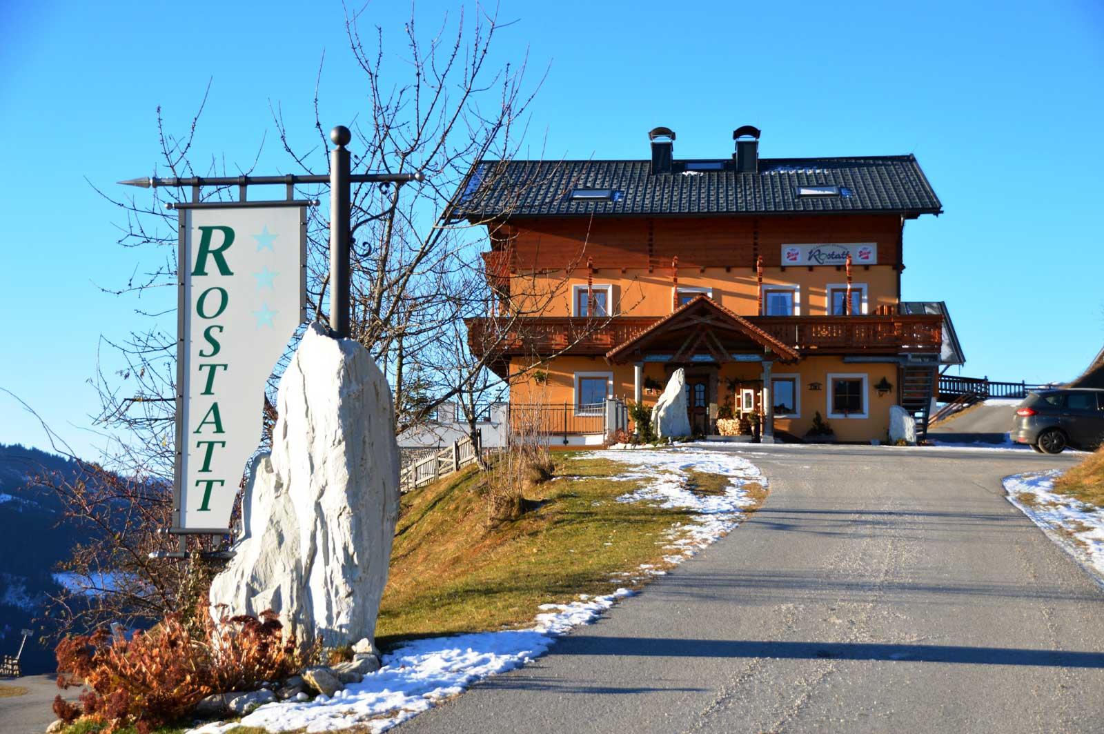 Zufahrt zum Hof - Heu-Milch-Kalb aus Rostatt