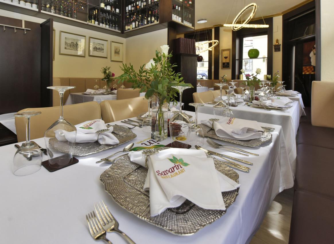 Innenansicht, Tische, Restaurant Savarin