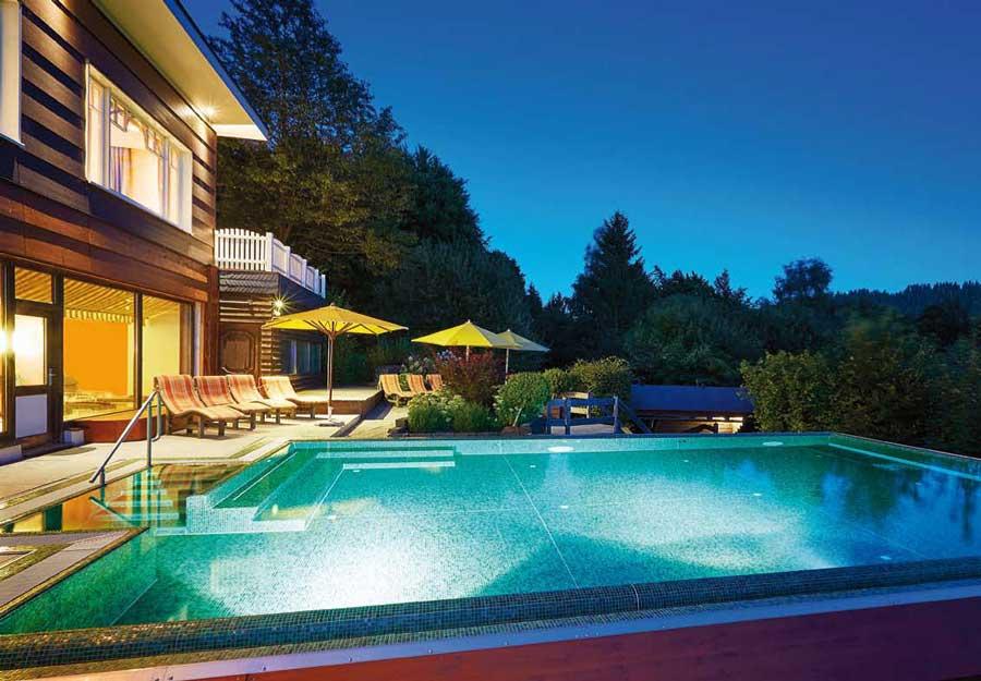 Pool im Hotel Waldhaus