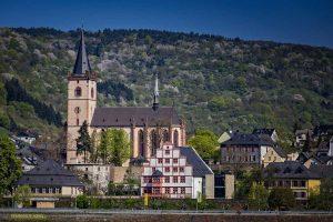 Lorch mit Pfarrkirche St. Martin - Rheingauer Rieslingpfad
