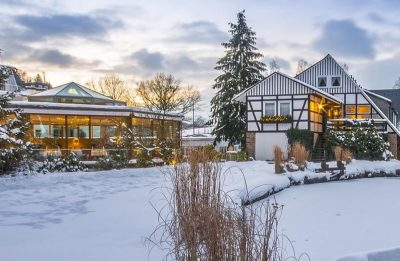 romantik-und-wellnesshotel-deimann-aussenansicht-winter